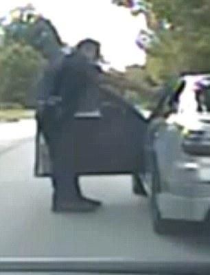 VIDEO YOUTUBE Poliziotto usa taser contro ragazzo e quasi lo uccide