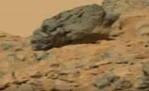 """YOUTUBE """"Teschio alieno su Marte"""": misteriosa roccia"""
