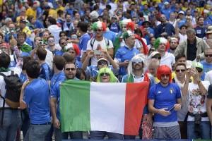 Euro 2016, tifosi italiani arrestati per striscione contro la polizia