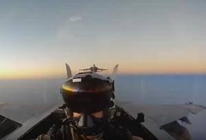"""YOUTUBE """"Top Gun"""" Usa, atterraggi e decolli al limite"""