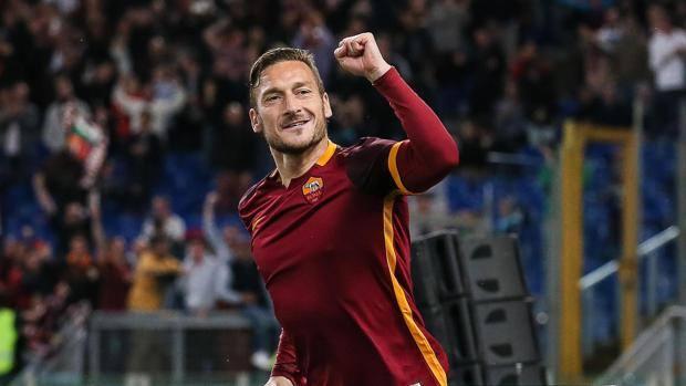 Roma, Francesco Totti ha firmato per un altro anno