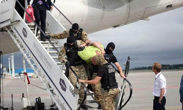 Passeggero ubriaco a bordo, atterraggio d'emergenza a Danzica2