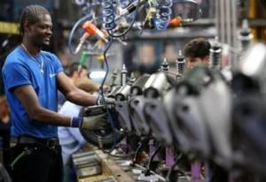 Lavoro, diamo più lavoro agli immigrati che agli italiani