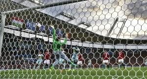 Guarda la versione ingrandita di Il gol dello 0-1 di Toby Alderweireld (EPA-ANSA)