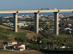 Osimo, imprenditore si getta dal viadotto del Salinello