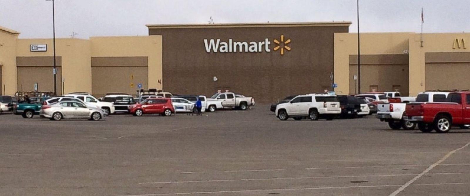 Usa, si barrica con ostaggi in Walmart Texas: ucciso dalla