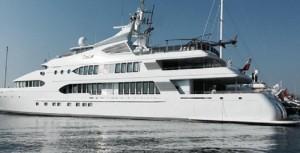 Guarda la versione ingrandita di Gallipoli, super yacht al porto: caccia al vip ma...
