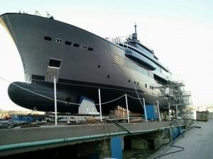 Capri, yacht del patron di Moncler arenato nel porto