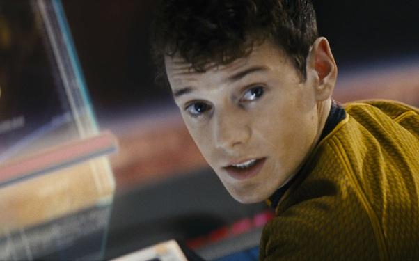 Anton Yelchin morto, attore Star Trek schiacciato da auto 04
