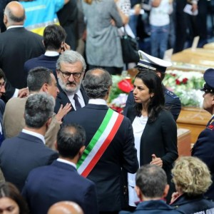 Guarda la versione ingrandita di Sconto treni, in 5mila ai funerali delle vittime di Andria e Corato FOTO-VIDEO