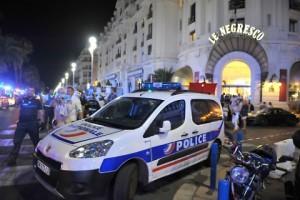 Guarda la versione ingrandita di Nizza, feriti dentro hotel Negresco dopo la strage