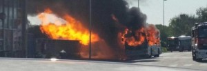 Roma, autobus prende fuoco a stazione Cristoforo Colombo