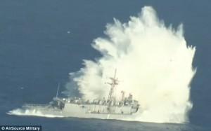 Guarda la versione ingrandita di USS Thach: 5 kg esplosivo per farla affondare, ma la nave da guerra…FOTO