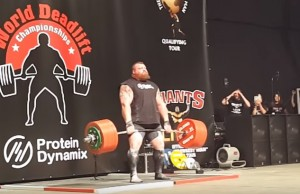 Guarda la versione ingrandita di Eddie Hall solleva 500 kg (record) e sviene