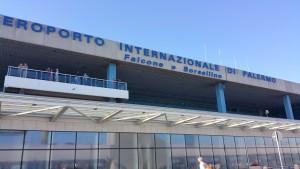 Palermo, atterraggio d'emergenza per aereo Catania-Lourdes