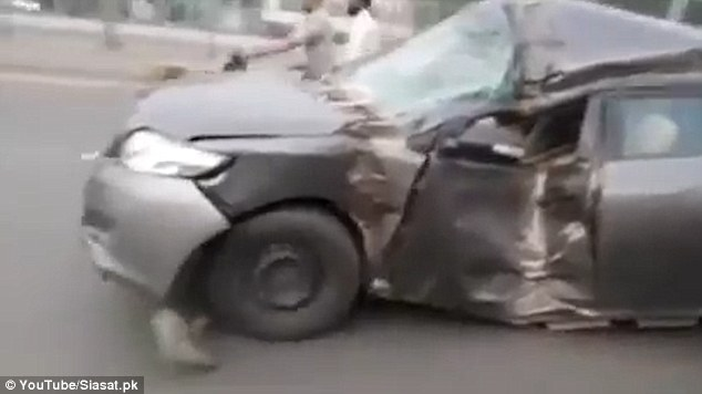 Airbag scoppiati, ruote sgonfie