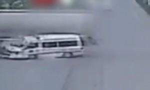 Ambulanza passa col rosso e viene travolta da betoniera6