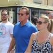 """Arnold Schwarzenegger """"raddrizza"""" la Torre di Pisa FOTO3"""