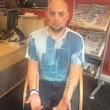Arrestato: mano incastrata nella porta della cella