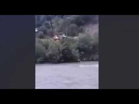 Auto nel fiume soccorritore arriva con gru2