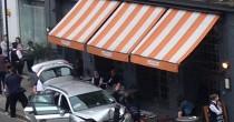 YOUTUBE Auto polizia travolge tavolini pizzeria a Londra: due feriti