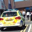 Auto sotto al sole con bambino all'interno clienti centro commerciale chiamano polizia