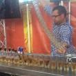 Barman prepara 17 cocktail Jegerbomb in contemporanea2