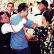 Benzema, fan aggira security per selfie agenti lo atterrano3