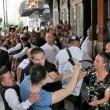 Benzema, fan aggira security per selfie agenti lo atterrano5