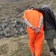 Bimbi afghani puntano pistola a prigionieri Isis4