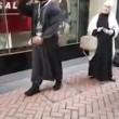 Birmingham, predicatore islamico urla al poliziotto3