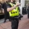 Birmingham, predicatore islamico urla al poliziotto8