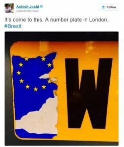 Guarda la versione ingrandita di Brexit, automobilisti cancellano stelle dorate Ue dalle targhe FOTO