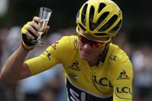 YOUTUBE Chris Froome vince Tour de France: parata dopo vittoria con squadra4