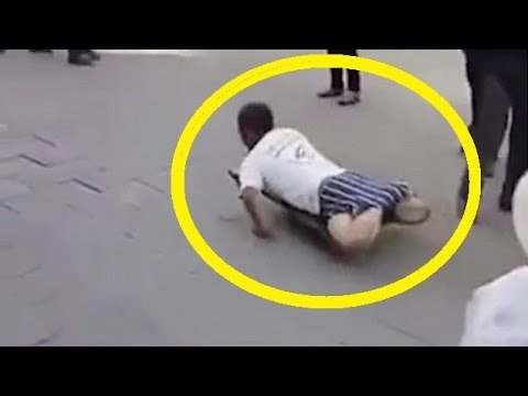 Cina, finto invalido smascherato in strada66