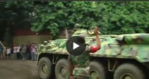 YOUTUBE Dacca, l'arrivo dei carri armati bengalesi