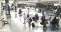 YOUTUBE Dallas, supera barriere aeroporto e si imbarca per parlare con la fidanzata