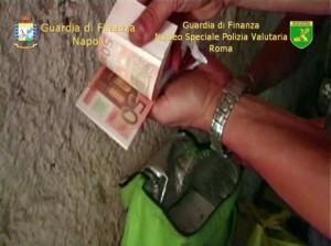 Falsificavano nuova banconota 20 euro, arresti a Napoli111