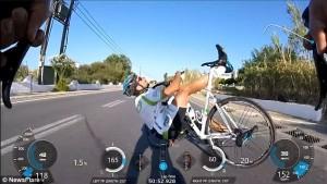 GoPro sul caschetto riprende caduta dei tre ciclisti9