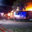 Jesolo, incendio distrugge bungalow in camping: nessun ferito 03