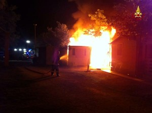 Jesolo, incendio distrugge bungalow in camping: nessun ferito