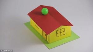 Guarda la versione ingrandita di YOUTUBE Illusione ottica: tetto rivolto verso basso…ma le palline non cadono