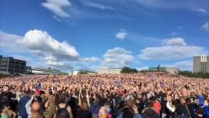Guarda la versione ingrandita di YOUTUBE Islanda torna a casa: migliaia di tifosi in festa l'accolgono così