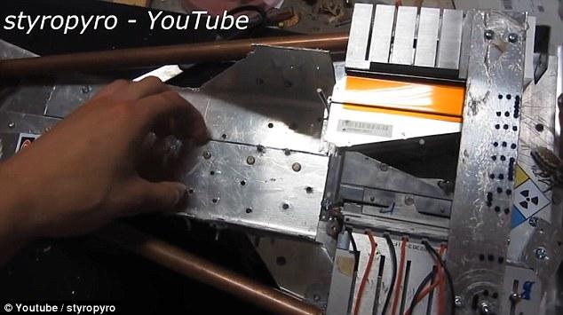 Mega laser da 200 watt realizzato con materiale elettronico di scarto5