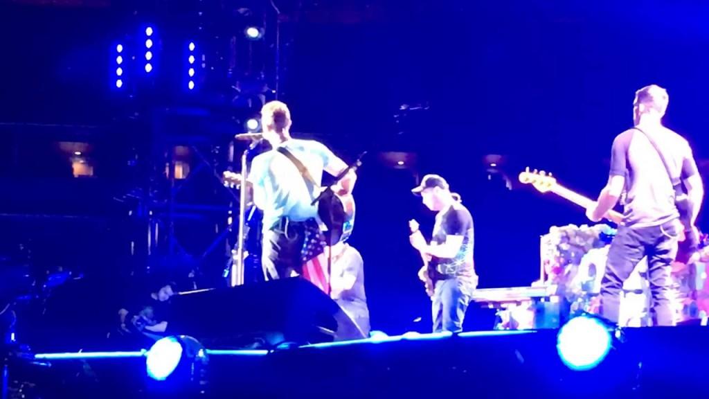"YOUTUBE Michael J.Fox sul palco dei Coldplay suona ""Johnny Be Goode"""