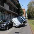 Milano: perde controllo, auto finisce su quella in sosta5