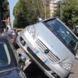 Milano: perde controllo, auto finisce su quella in sosta3