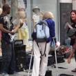 Musicista di strada fermato da donna2