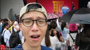 YOUTUBE Parco Disney Cina nel degrado: pipì in giardino, resse...