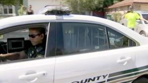 Guarda la versione ingrandita di YOUTUBE Poliziotto con bodycam salva donna e i 3 figli dal marito che spara